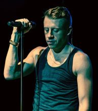 530px-Macklemore_The_Heist_Tour_1_cropped