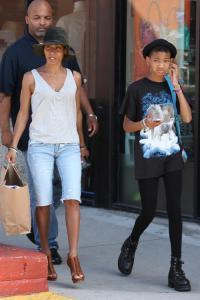 *EXCLUSIVE* Jada and Willow go shopping in Santa Monica